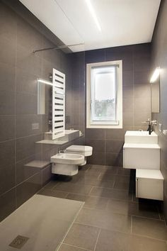 If you have a small bathroom in your home, don't be confuse to change to make it look larger. Not only small bathroom, but also the largest bathrooms have their problems and design flaws. Office Bathroom, Diy Bathroom Decor, Bathroom Styling, Modern Bathroom, Bathroom Ideas, Bathroom Design Small, Bathroom Interior Design, Bathroom Designs, Restroom Design