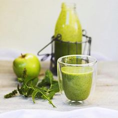 CARIBBEAN GREEN SMOOTHIE | 1 banana, 1 apple, 1/2 cup of pineapple, 1 cup of spinach 1 lime - juiced, 1/2 cup of organic unsweetened coconut milk, fresh mint + 2 tsp of The SUPER ELIXIR Alkalising Greens. Combine ingredients and blitz. Source: @pheebsfood.