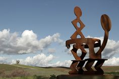 The Donum Estate Winery Is a World-Class Sculpture Park - Artsy Keith Haring King and Queen , Courtesy of the Donum Estate. San Pablo Bay, Country Couples, California Wine, Tree Sculpture, Sonoma County, Keith Haring, Outdoor Art, Public Art, Art Market