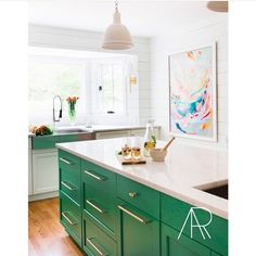 Totally color crushing on this island by @mrsparanjape !!!! Wow!! #kitchen #kitchenenvy #kitchenisland #emeraldgreen #love #needit