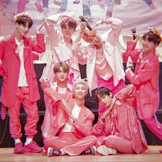As you can see from the title, reactions from Bangtan Boys will be written here: D UWA … # Random # amreading # books # wattpad -