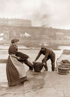 U.K. Whitby Fisher People, 1890s // Frank Sutcliffe Photography -