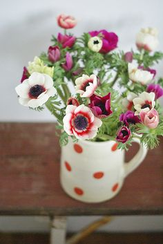 Love how the polka dots match the stripe on one of the flowers. Not matchy matchy but complimentary.