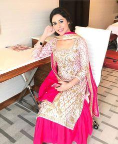 Punjabi Wedding Suit, Wedding Suits, Ethnic Outfits, Indian Outfits, Next Clothes, Clothes For Women, Punjabi Suits Designer Boutique, Ethenic Wear, Beautiful Suit