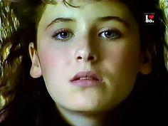 Elsa Lunghini T'en Vas Pas (1986) - YouTube