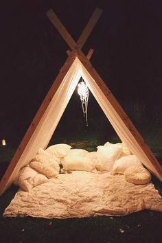 Beautiful teepee / Un beau tipi Outdoor Spaces, Outdoor Living, Outdoor Decor, Outdoor Ideas, Glamping, Backyard Camping, Beach Camping, Backyard Ideas, Relax
