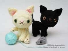 black & white kitties and mouse (pattern by jaravee)