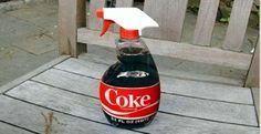 <p>É tão curioso isso que, quando vemos uma pessoa bebendo Coca-Cola, pelo fato de esta bebida poder ficar no armário de produtos de limpeza, na nossa mente forma-se a imagem de uma pessoa bebendo detergente. É que é isso que a Coca-Cola é para nós, um bom produto de limpeza. …</p>