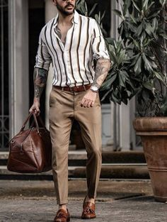 Mens Fashion Blazer, Mens Fashion Blog, Suit Fashion, Black Outfit Men, Formal Men Outfit, Business Casual Outfits, Business Fashion, Moda Formal, Men With Street Style
