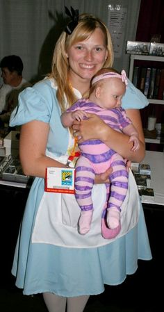 Alice and the Chesire Cat, from 20 Amazing and Geeky Matching Parent/Child Halloween Costumes | Neatorama