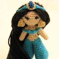 Princess of the desert amigurumi pattern by Sahrit