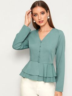 Fancy Tops, Dressy Tops, New Blouse Designs, Stylish Dresses For Girls, Blouse Styles, Fashion 2020, Blouses For Women, Women's Blouses, Ruffle Blouse