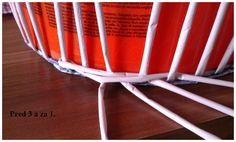 Opletok štyrmi (schovanie dna) :: Moje papierové šialenstvo Paper Basket Weaving, Chair, Newspaper, Furniture, Celebrities, Home Decor, Hampers, Paper Envelopes, Tutorials