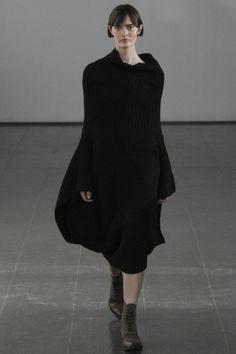 Guarda la sfilata di moda Joseph a Londra e scopri la collezione di abiti e accessori per la stagione Collezioni Autunno Inverno 2014-15.