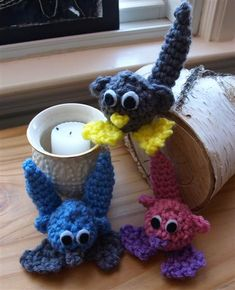 Little Critter Free Amigurumi Pattern  http://planetmfiles.com/2009/01/20/free-valentine-crochet-pattern-with-giveaway-information-at-the-end/