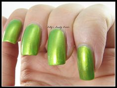 http://www.bettysbeautybombs.com/2014/08/17/fingerfoods-theme-buffet-science-technology/ / Sally Hansen Ivy League