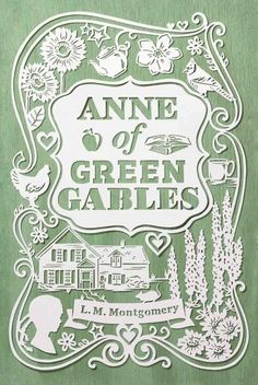 Anne Shirley is unforgettable, and this beautifully packaged edition of L.M. Montgomerys classic novel is as memorable as its heroine. When Anne Shirley arrives at Green Gables, she surprises everyone