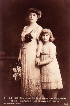 Duchesse de Vendôme, née princesse Henriette de Belgique (1870-1948) et sa fille la princesse Geneviève d'Orléans (1901-1983), marquise de Chaponay.