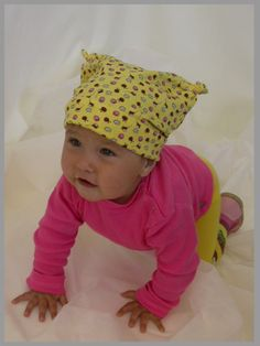Главная функция детской шапки – защита ребёнка в ненастную погоду. Часто производители гонятся за модным дизайном головных уборов для самых маленьких, но забывают, что голова и ушки ребёнка должны быть в тепле.