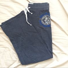Hollister sweatpants Loose fitted Hollister sweatpants, very comfortable, just find myself not wearing them anymore. Size small but could also fit a medium. Hollister Pants