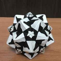 いいね!62件、コメント1件 ― OrigamiMathThailandさん(@narong_pbru)のInstagramアカウント: 「Sonobe variation designed by me. #origami #origamiart #origamiunit #origamiball #kusudama…」