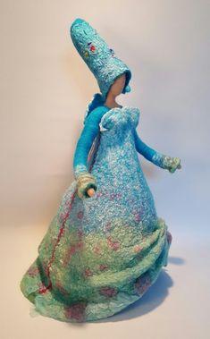Vrouwen - Wolinhout Felt Diy, Felt Crafts, Wet Felting, Needle Felting, Art Costume, Costumes, Diy Tree Topper, Felt Angel, Fairy Clothes