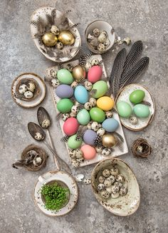 Easter decoration with colorful eggs and birds feather. Bohemian style holidays background Please look here for more Easter pictures: Please look here for Easter Pictures, Holiday Pictures, Easter Cake Easy, Bird Feathers, Happy Easter, Bohemian Style, Eggs, Colorful, Graphic Design