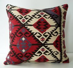 Sukan mano suave tejido - funda de almohada Kilim Turco - 16 x 16 Kilim Pillows, Kilim Rugs, Throw Pillows, Loom Weaving, Hand Weaving, Geometric Pillow, Tapestry Crochet, Navajo, Rugs On Carpet