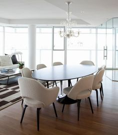 Dining Room: Contemporary Dining Room With Black Oval Tulip Table And White Upholsterd Saarinen Arm Chair With Dark Wood Legs: Stylish Saarinen Tulip Table Design for Perfect Family Dinner