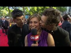 One Direction try to distract CNN's ZARRY IS SO CUTE IN THIS