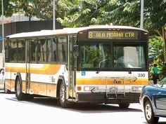 L'État d'Hawaï a eu une excellente idée afin de venir en aide aux sans-abris de leurs îles. L'idée ? Transforme des bus en abris afin de leur offrir un endroit où dormir. Un beau projet, qui espérons-le perdurera.  #Hawaï #bus #sdf #etatsunis #solidarité