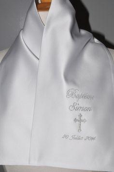 01803a4af8da sur commande écharpe de baptême bébé croix personnalisée brodée argenté  garçon ou fille   Mode