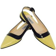 shoes - Prada Black and Lemon Color Blocked Patent Low Heel Pointed Toe Sling Backs Fancy Shoes, Pretty Shoes, Beautiful Shoes, Cute Shoes, Me Too Shoes, Shoe Boots, Shoes Sandals, Ankle Boots, Flats