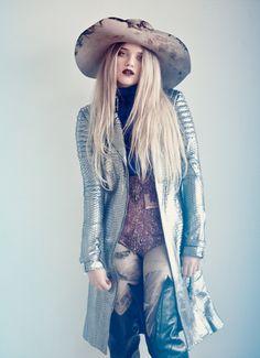 A potpourri of my British-sense of style and fashion Catwalk Fashion, Fashion Beauty, Womens Fashion, Vintage Bohemian, Boho, Bohemian Style, High Fashion Photography, Haute Hippie, Cool Jackets