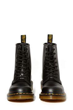 Dr. Martens 8-Tie Boot