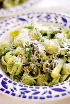 Orchiette with Kale Walnut Pesto   Lemon Broiled Asparagus