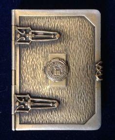 D-F-Briggs-Co-Compact-Unique-book-shape-with-14k-Hiram-College-insignia