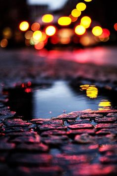 Imagen vía We Heart It https://weheartit.com/entry/144425556 #bright #city #colourful #dusk #hole #light #night #photography #puddle #rain #reflection #road #tumblr #water