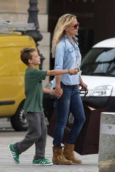 Denim on Denim.yes you can :Kate Hudson: Jean Outfit + Tan Ankle Boot Jean Outfits, Fall Outfits, Casual Outfits, Fashion Outfits, Womens Fashion, Outfit Jeans, Claudia Bartelle, Doble Denim, Angela Lindvall