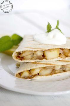 A kto powiedział, że tortille mogą być tylko w wersji wytrawnej? :) Tortille z jabłkami i bananami na słodko. Polecam na pyszny deser lub podwieczorek :)