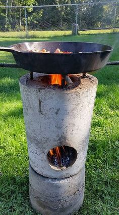 27 DIY Rocket Stove Plans to Cook Food or Heat Small Spaces - The Self-Sufficient Living Diy Rocket Stove, Rocket Mass Heater, Rocket Stoves, Rocket Stove Design, Outdoor Cooking Stove, Outdoor Stove, Concrete Projects, Outdoor Projects, Diy Concrete