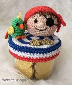 Snoepotje - Piraat - made by Marygold Crochet Jar Covers, Knit Crochet, Crochet Hats, Jar Crafts, Crochet Patterns, Teddy Bear, Knitting, Toys, Animals