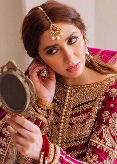 Beautiful Pakistani Dresses, Pakistani Bridal Dresses, Bridle Dress, Iranian Beauty, Bridal Dress Design, Backdrop Decorations, Indian Embroidery, India Fashion, Bridal Looks
