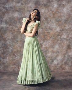 Order contact my whatsapp number 7874133176 Long Gown Dress, Lehnga Dress, Strapless Dress Formal, Lehenga Blouse, Floral Lehenga, Lehenga Gown, Frock Dress, Half Saree Designs, Lehenga Designs