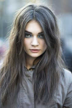 dark grey... I think this is my hair color, maybe I will like it, I already love the great texture of my hair <3