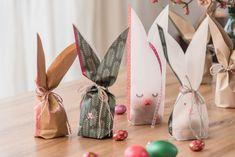 Eine Hasenfamilie aus Papier als Osternestli, süsses Mitbringsel oder als Dekoration für den Ostertisch. Gift Wrapping, Inspiration, Gifts, Diy, Paper, Bunny, Dekoration, Nice Asses, Gift Wrapping Paper