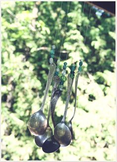 Another super cute silverware windchime! I love the DIY projects from Freckled Nest!