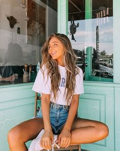 May 2020 - Cute VSCO California Girl Summer Outfit Urban Fashion Street Style Casual Clothing Pictures Ideas Cute Instagram Pictures, Cute Poses For Pictures, Instagram Pose, Poses For Photos, Girl Photos, Photo Poses, Cute Girl Poses, Beautiful Pictures, Model Poses Photography