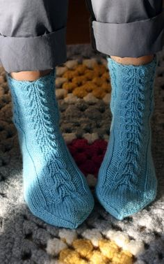 Neulotut palmikkosukat Novita 7 Veljestä | Novita knits Wool Socks, Knitting Socks, Hand Knitting, Knitting Patterns, Knitting Ideas, Knitting For Kids, Yarn Colors, Mittens, Needlework