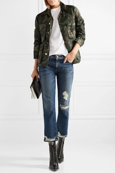 camouflage print jacket + white t-shirt + cropped distressed jeans + black boots Camo Outfits, Casual Fall Outfits, Fall Winter Outfits, Jean Outfits, Fashion Outfits, Trendy Outfits, Women's Fashion, Spring Outfits, Fashion Ideas